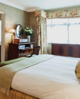 London luxury travel review
