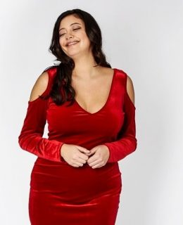 Woman in a red dress: Plus size fashion
