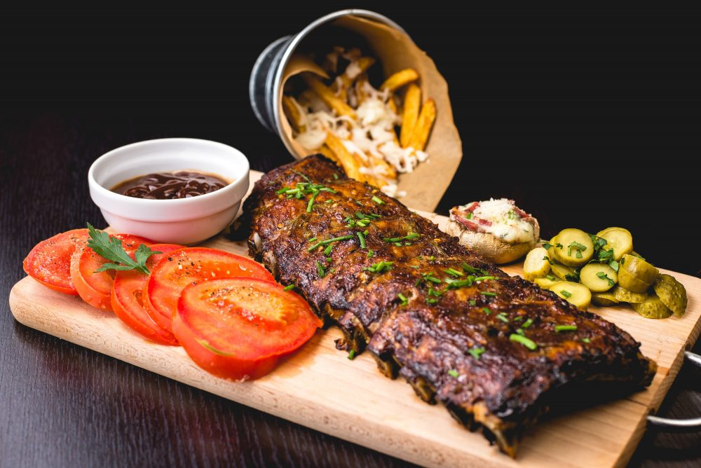 ribs served with tomatoes and sweet potato fries