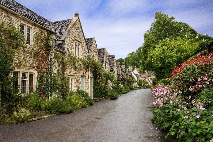 cottages: planning a romantic staycation