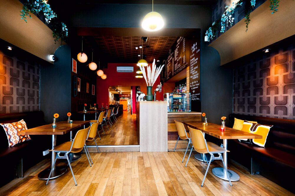 Café Tabac interior 1